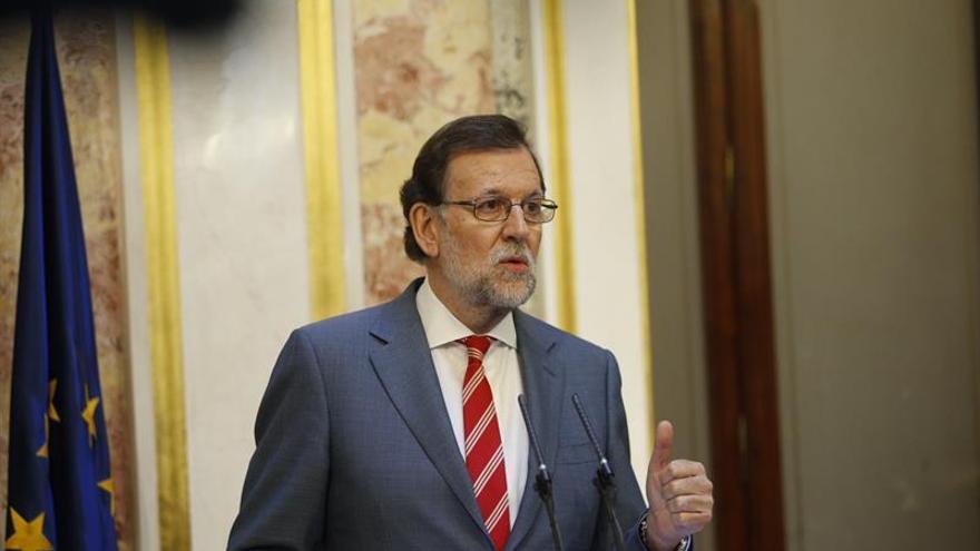 Rajoy advierte de que la alternativa a cambiar Sociedades sería reducir el gasto
