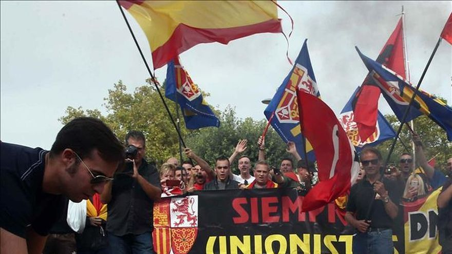 Ultraderechistas y antifascistas se manifiestan en Barcelona sin incidentes