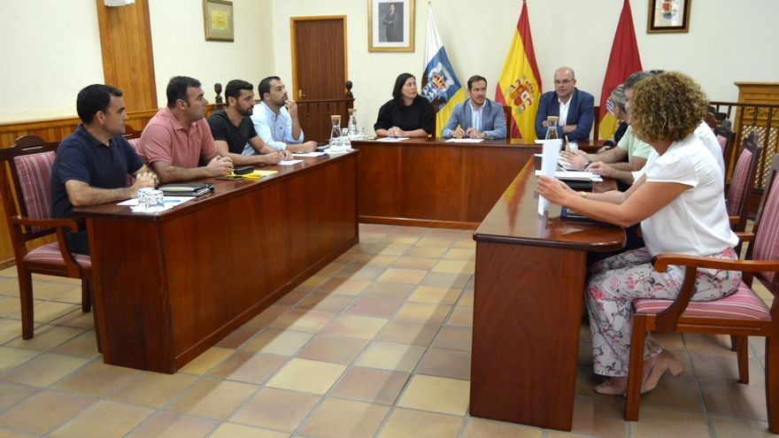Reunión del Consejo de Gobierno con la alcaldesa de Mazo y ediles del municipio en la que trataron asuntos como las obras con cargo al Fdcan, la limpieza de las carreteras o la mejora de la red de riego de Aduares.