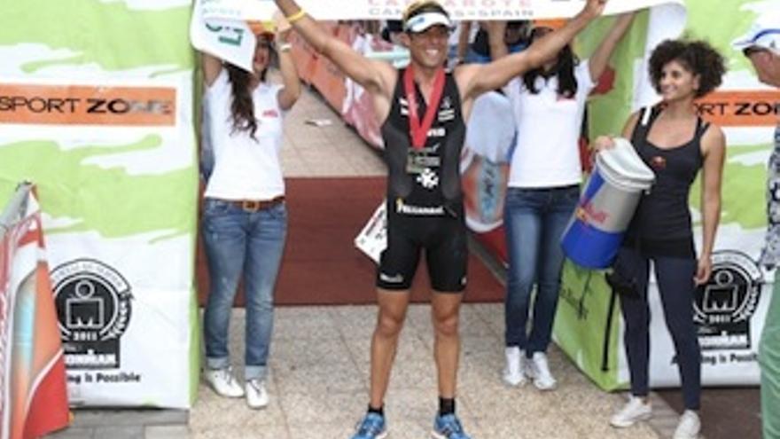 Víctor del Corral celebra la victoria. (Acfi Press)