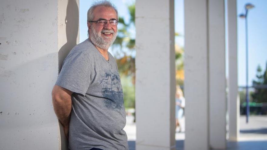 El director del Centro de Educación y Nuevas Tecnologías de la Universitat Jaume I de Castelló, Jordi Adell (en la imagen en una foto de archiivo del 2017) , considera, en una entrevista con EFE, que la actual crisis del coronavirus supondrá cambios sustanciales en la forma de enseñar, con la irrupción -forzada- de las herramientas en línea, y quizá también en la escolarización, que podría dirigirse hacia un modelo híbrido presencial-en línea en el que la mayor parte de los contenidos se estudiarían desde casa.