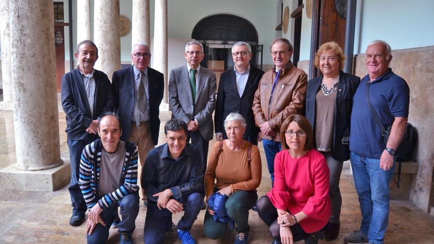 El director de eldiariocv.es, Adolf Beltran, y El Camí, premios Vicent Ventura 2017 de la Universitat de València