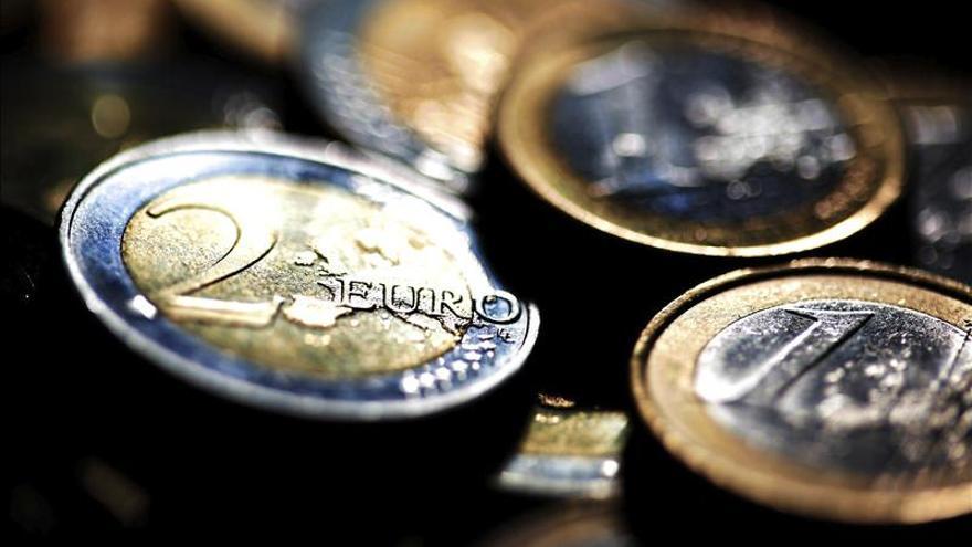 El euro sube por la mañana en Fráncfort hasta los 1,2838 dólares