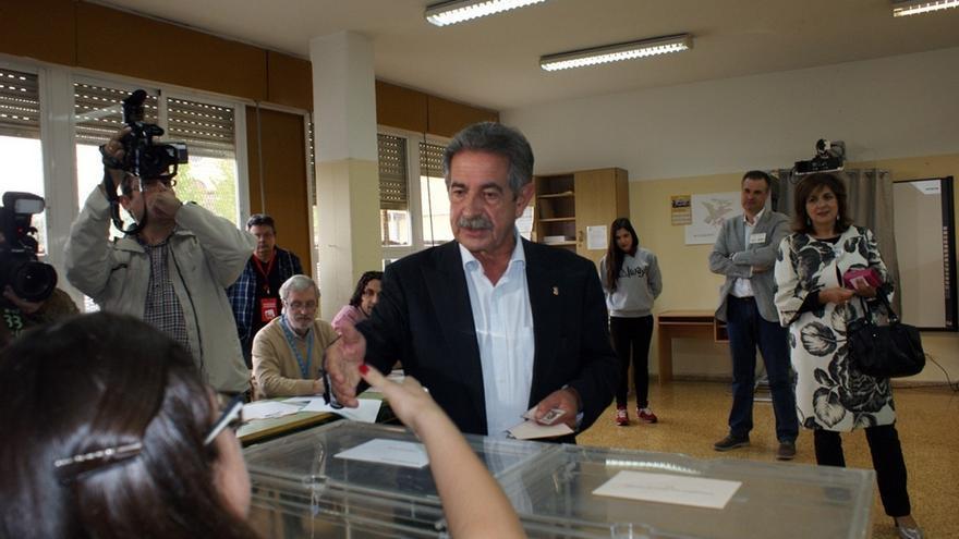 """Revilla dice que la prioridad tras las elecciones debe ser que la recuperación """"no sea para los de siempre"""""""