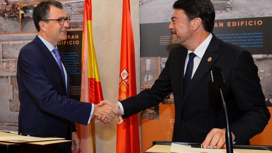 Los alcaldes de Alicante y Murcia firman un manifiesto para pedir financiación al Estado
