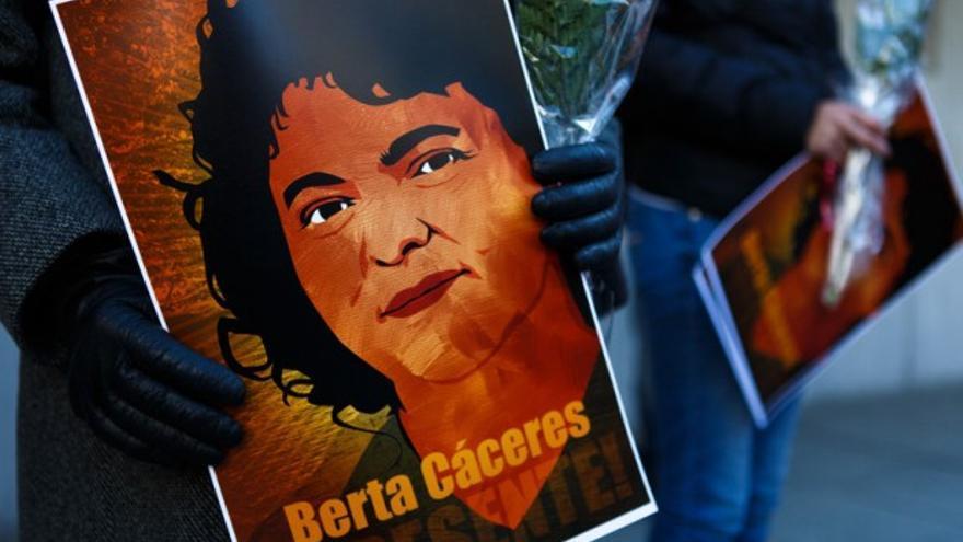 Cartel en la vigilia por Berta Cáceres delante de la Comisión Interamericana de Derechos humanos. Keith Lane / Oxfam America