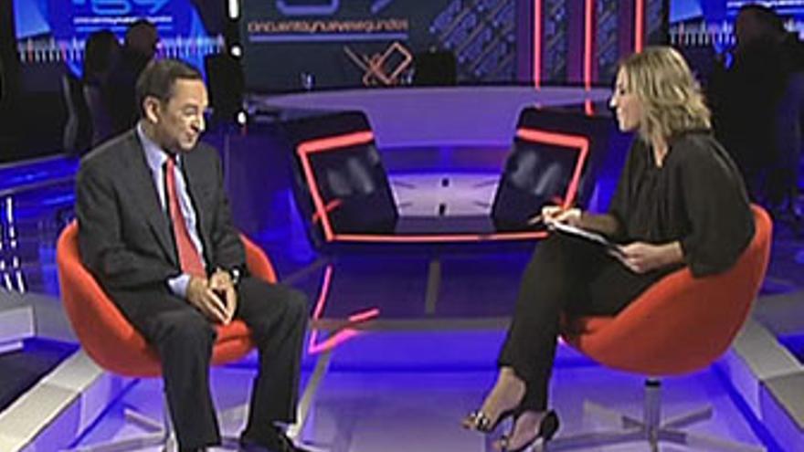 Antonio Castro, entrevistado por Fátima Hernández, al inicio del '59 segundos'. (LA 2 DE TVE)
