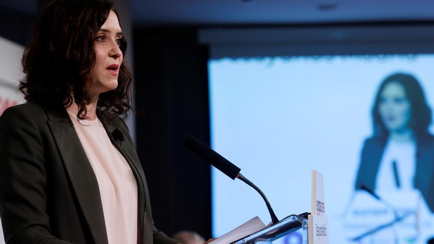 La presidenta de la Comunidad de Madrid y candidata a la reelección, Isabel DíazAyuso, pronuncia un discurso mientras asiste a desayuno informativo este lunes en Madrid. EFE/Zipi