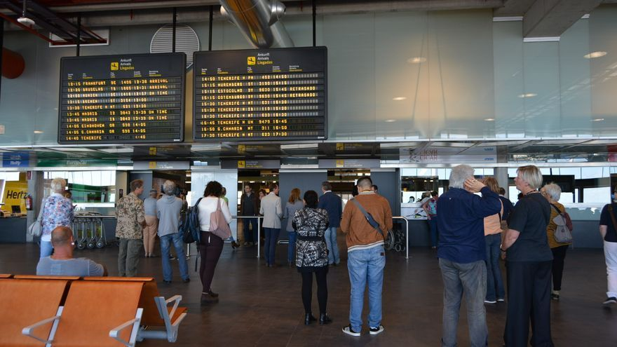 Canarias estudia cambios legales que faciliten los controles sanitarios a  los turistas