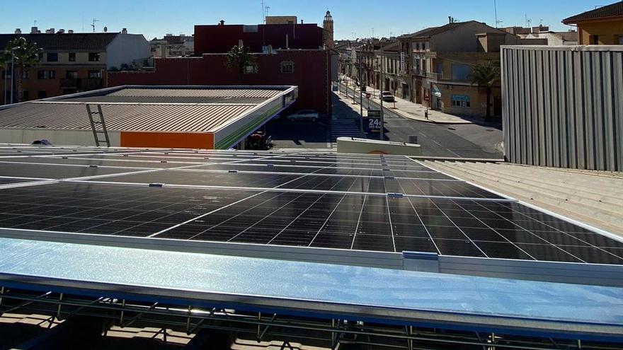 Las placas del proyecto de comunidad energética local en Albalat dels Sorells, la primera de la Comunitat Valenciana.