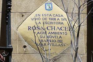 Placa conmemorativa situada en la casa en la que vivió, en la esquina de San Vicente con San Andrés
