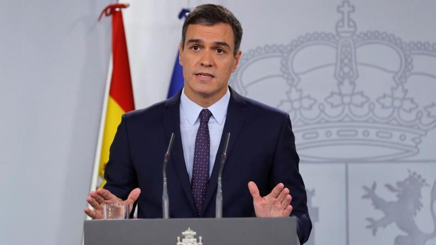 El presidente del Gobierno en funciones, Pedro Sánchez, realiza este lunes una declaración institucional en el Palacio de la Moncloa. EFE/ Ballesteros
