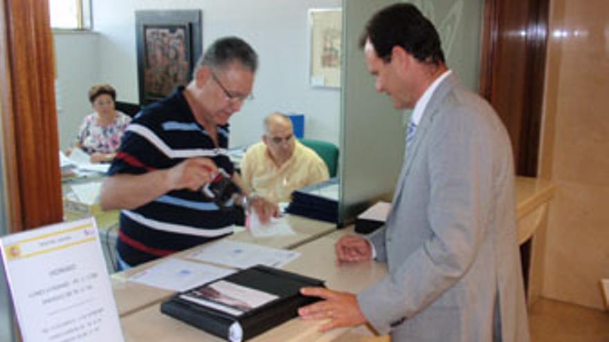 Óscar Hernández entregó el proyecto en el Registro del CSD.