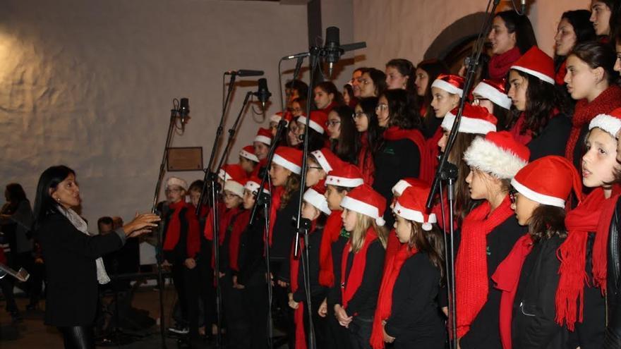 Coro infantil de la Escuela Insular de Música de La Palma dirigido por Milagros Martín.