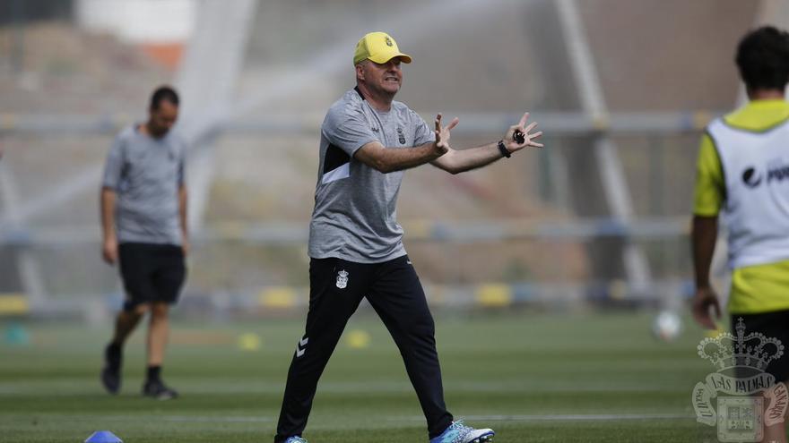 Pepe Mel durante un entrenamiento en Barranco Seco