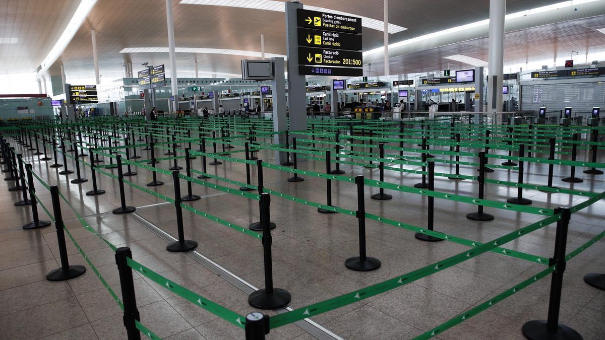 Vista de acceso al control de seguridad del Aeropuerto de El Prat (Barcelona).