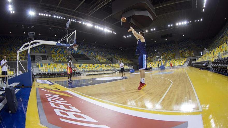 Jugadores de la selección española durante un entrenamiento en el Gran Canaria Arena. (EFE)