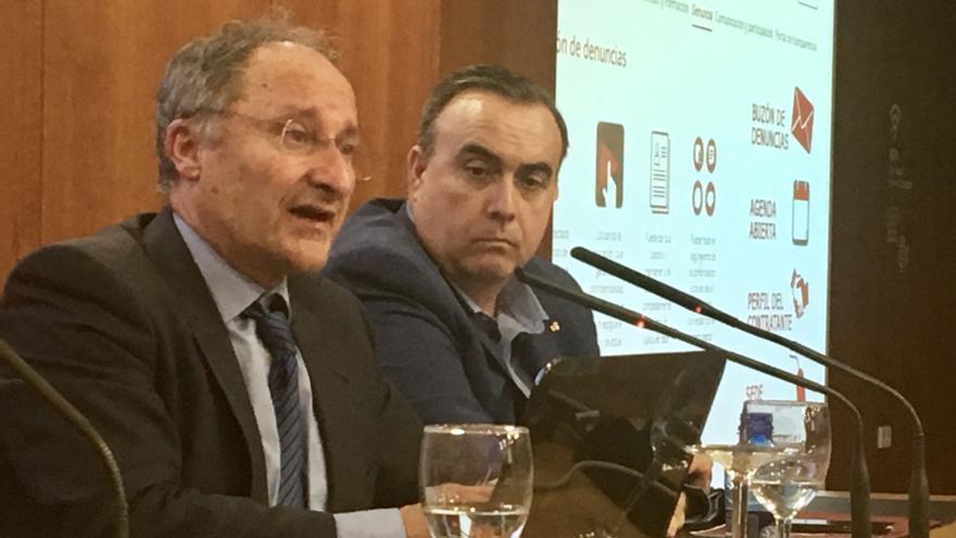 El director de la Agencia Antifraude, Joan Llinares, y Juan Carlos Galindo, presidente de ASEBLAC, durante la jornada celebrada en València.
