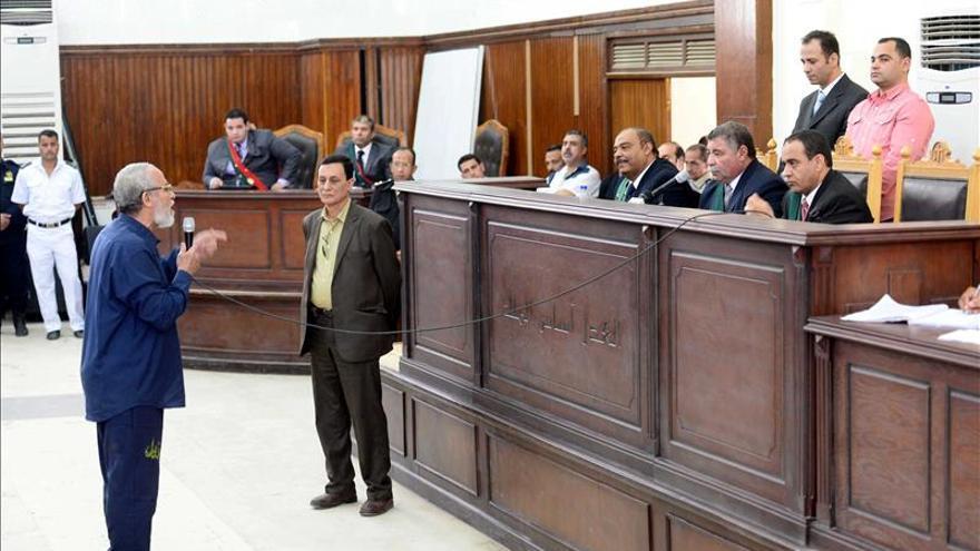 Condenado a cadena perpetua el dirigente de los Hermanos Musulmanes egipcios