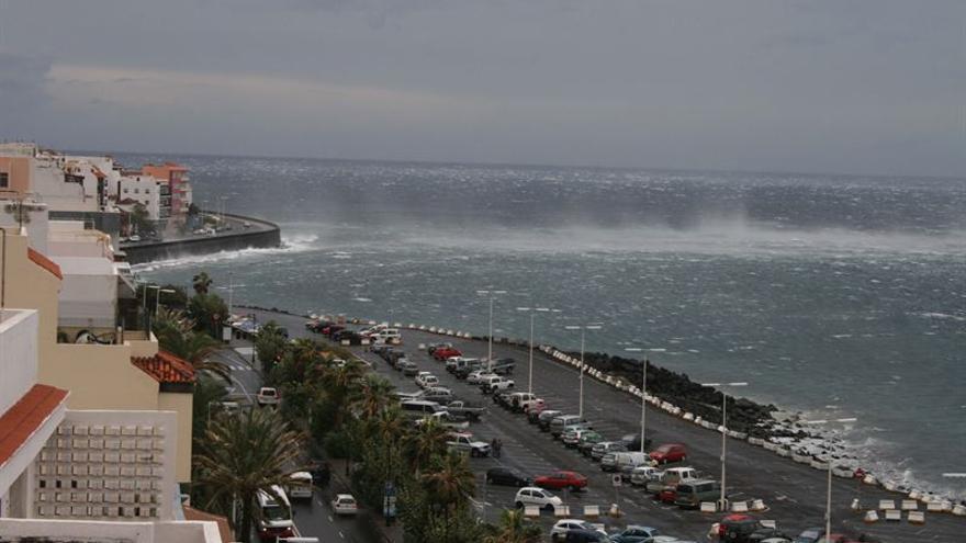 Canarias, en aviso amarillo por vientos de 85 km/h y olas de 2 metros.