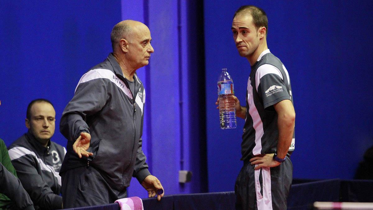 Luis Calvo dando instrucciones durante un partido