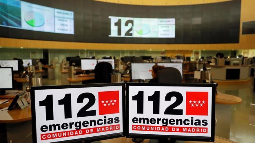 Pantallas con el número para emergencias de la Comunidad de Madrid en el centro de Emergencias Madrid 112.