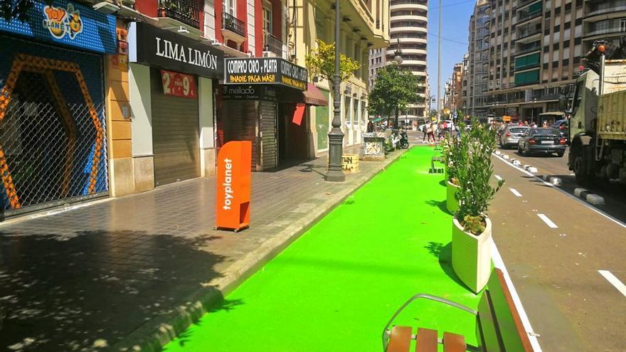 Así ha quedado la nueva zona peatonal junto al carril bici de la calle San Vicente