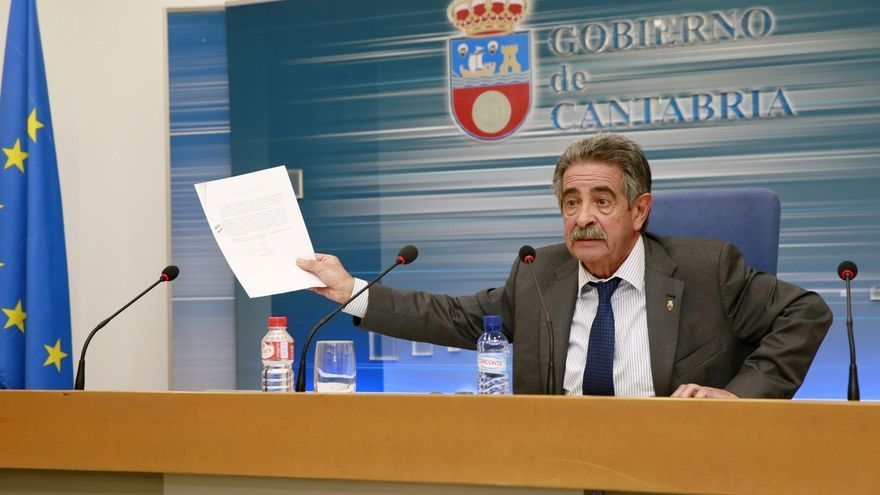 """Revilla, """"indignado"""" por el """"maltrato"""" a Cantabria, pide reunión urgente a Rajoy"""
