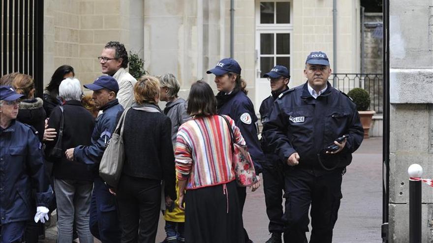 Un hombre se suicida en un colegio de París delante de una decena de niños