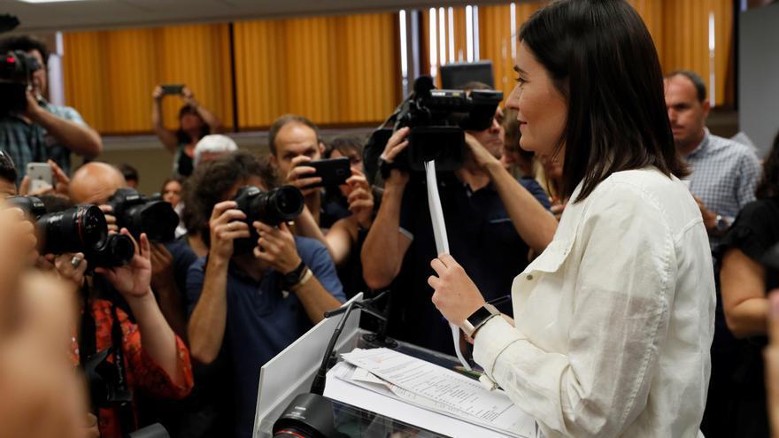 La ministra de Sanidad, Consumo y Bienestar Social, Carmen Montón, durante la rueda de prensa en la que ha negado irregularidades en su máster