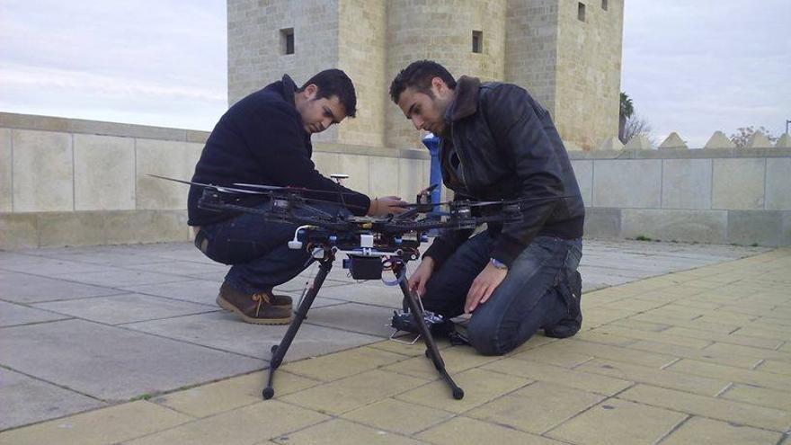 Los creadores de AZOR S.L. ofrecen los vuelos de sus drones para uso civil.