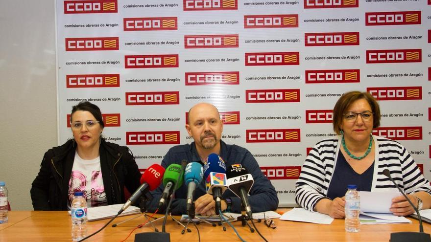 Sonia García (izqda), Manuel Pina (centro) y Mari Cruz Vicente (dcha) durante la presentación del Informe de Negociación Colectiva 2018 en Aragón