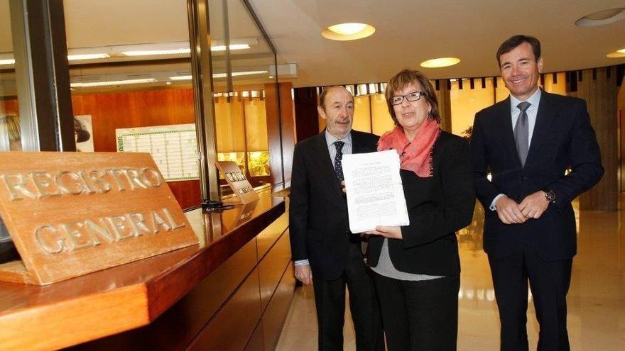 Rubalcaba y Gómez recurren al TC suspensión de Menéndez como diputada de la Asamblea de Madrid durante un mes-.