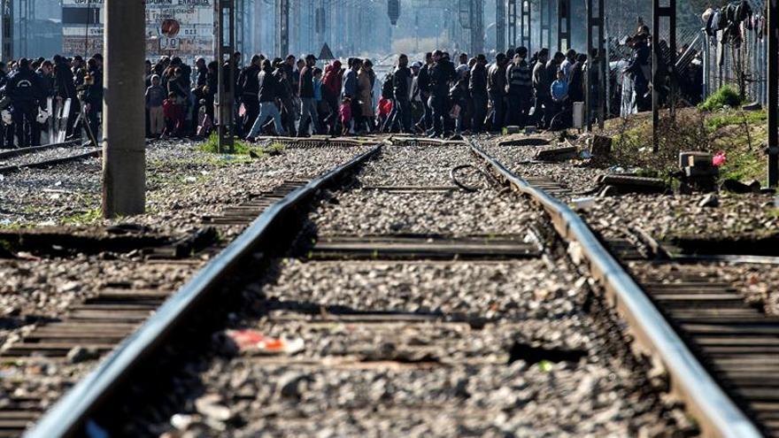 Refugiados en su ruta por la frontera de Macedonia