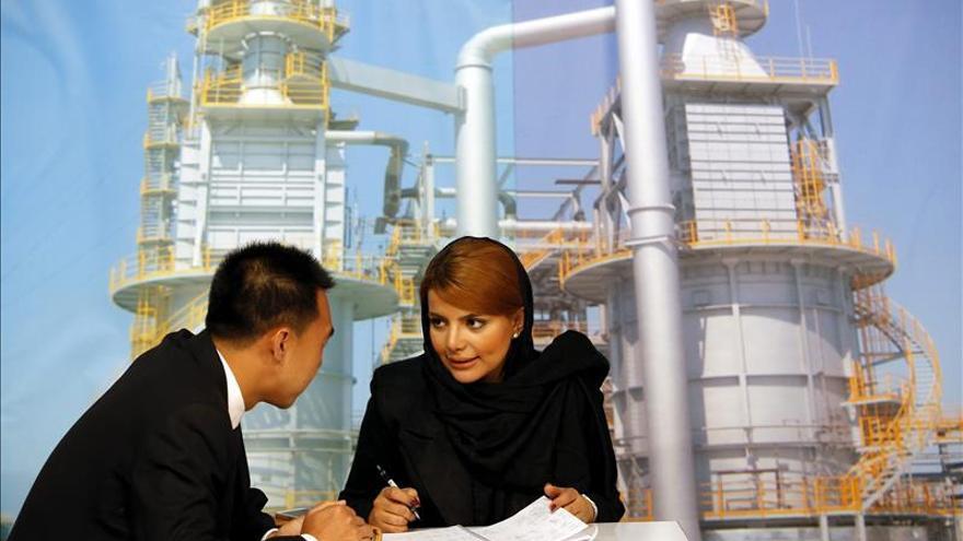 Irán revelará la nueva legislación petrolera en busca de 30.000 millones dólares