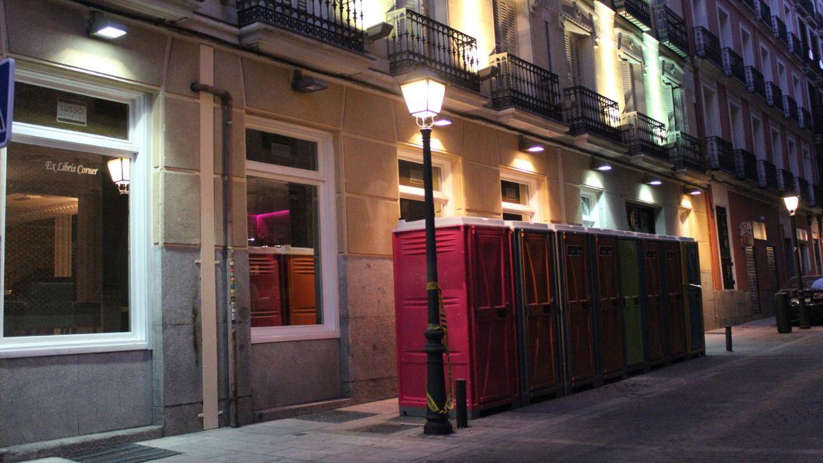 WC portátiles instalados en C/ Colmenares   SOMOS CHUECA
