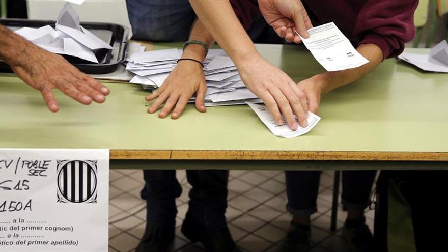 Mesa de votación del referéndum