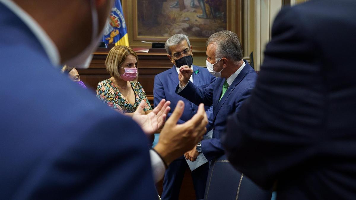 Santana, Rodríguez y Torres, este martes en el Parlamento de Canarias