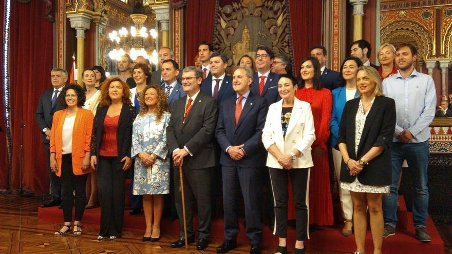 Aburto asume su segundo mandato en Bilbao con el pacto de gobierno cerrado con PSE