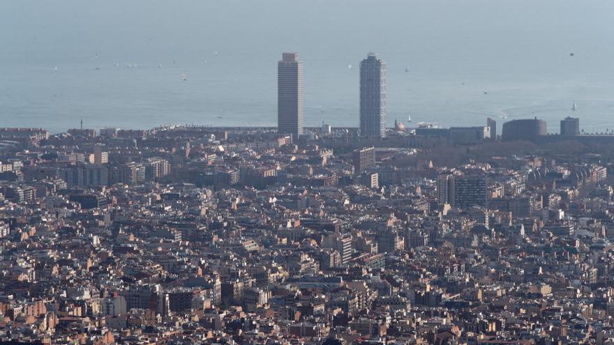 Menos muertes por contaminación, más energía verde e internet en cada hogar: la agenda 2030 de Barcelona