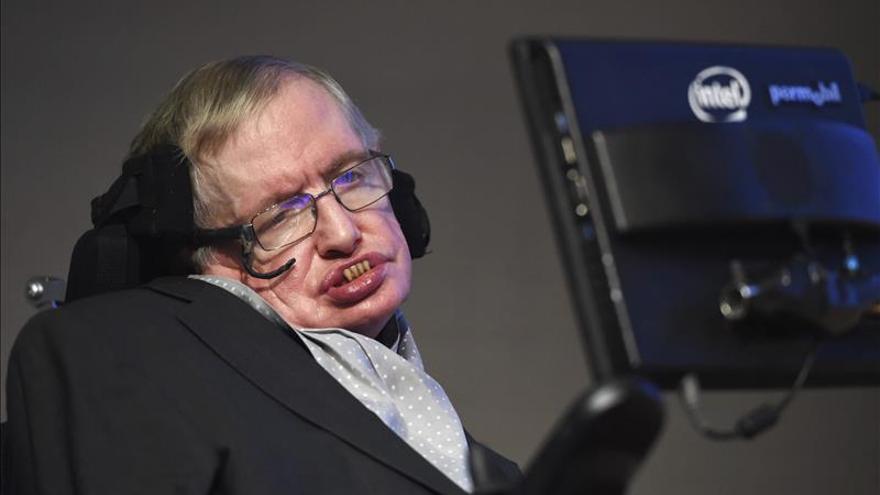 Una medalla en honor a Stephen Hawking premia la labor científica en el arte