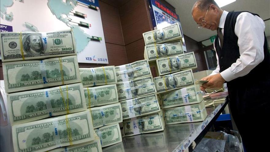 El dólar alcanza máximos de más 7 años frente al yen