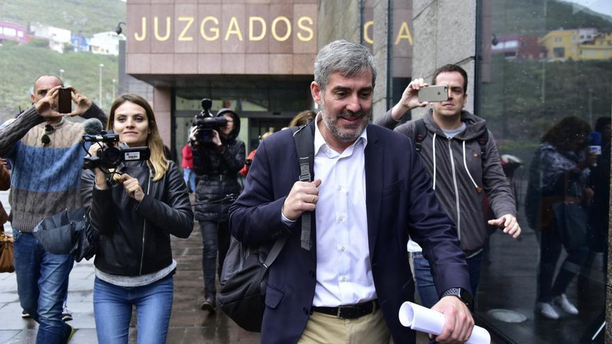 Fernando Clavijo saliendo de los juzgados de La Laguna tras declarar por el caso Grúas.