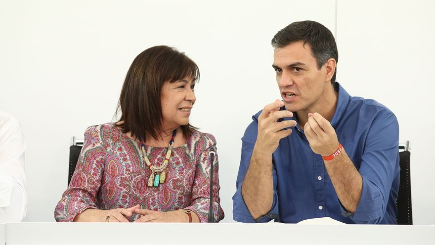 Pedro Sánchez y la presidenta del PSOE, Cristina Narbona.