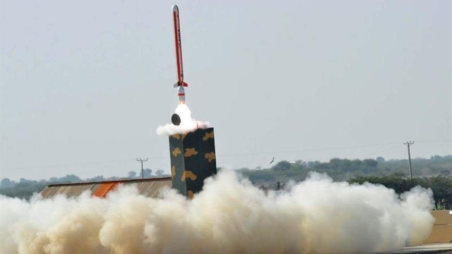 Pakistán lanza con éxito un misil con capacidad nuclear y alcance de 700 kilómetros