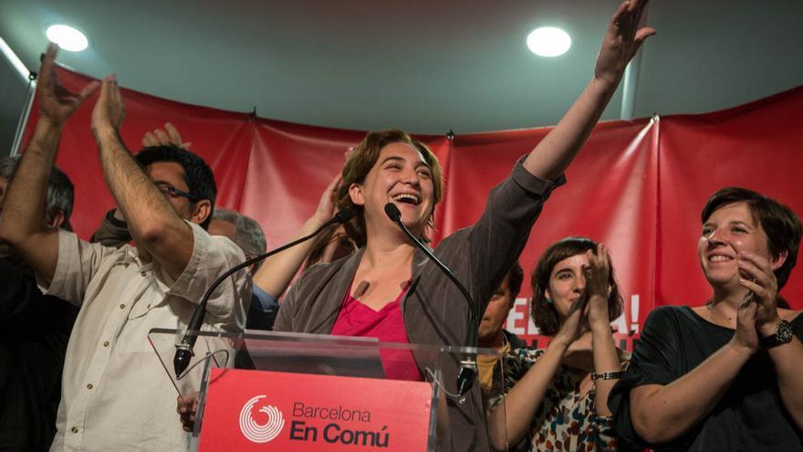 Ada Colau celebra la victòria de BComú. / ENRIC CATALÀ