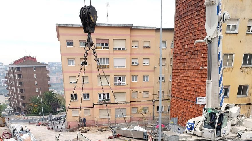 Instalados los dos últimos tramos de rampas que conectarán los Castros y General Dávila
