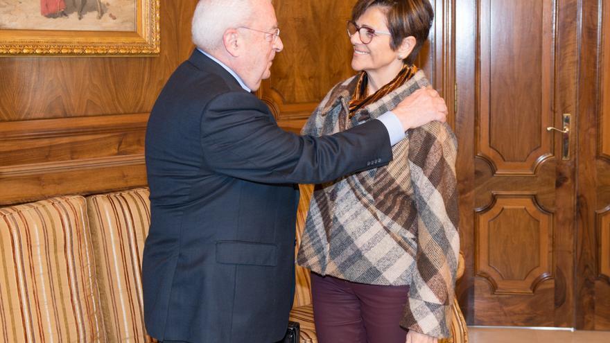 Rosa Peñalver junto al Presidente del Consejo de Transparencia, José Molina