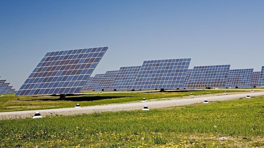 """Anpier se reúne con la CNMC para pedirle que """"actúe"""" y """"defienda"""" a los fotovoltaicos"""