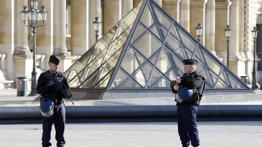 """El presunto terrorista del Louvre no era un """"lobo solitario"""""""